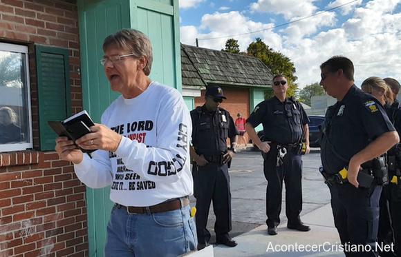 Hombre arrestado por predicar frente a clínica de abortos