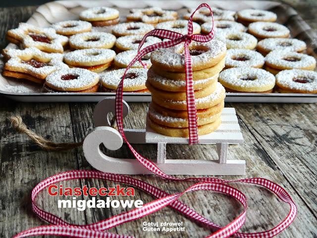 Migdałowe ciasteczka z dziurką - Czytaj więcej »