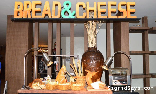 breads and cheese at L'Fisher Hotel