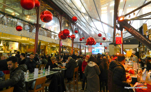 Praça de alimentação do Mercado Central de Florença