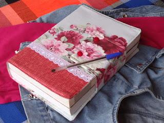 capa de Bíblia de flores