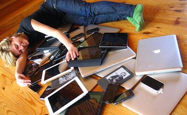 Dampak Negatif Tidur Dekat Ponsel