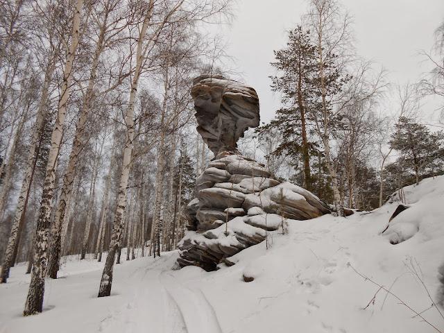 Скала Каменные ворота сбоку