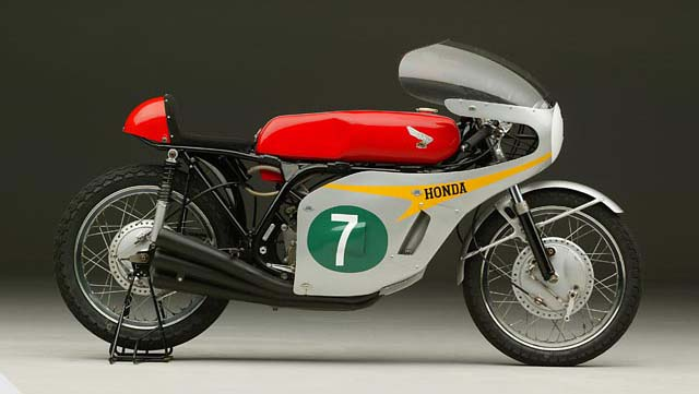 Sweet Sounding Honda Rc166 Six Return Of The Cafe Racers