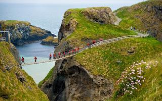 wisata jembatan ekstrim dunia (Carrick a Rede Rope)