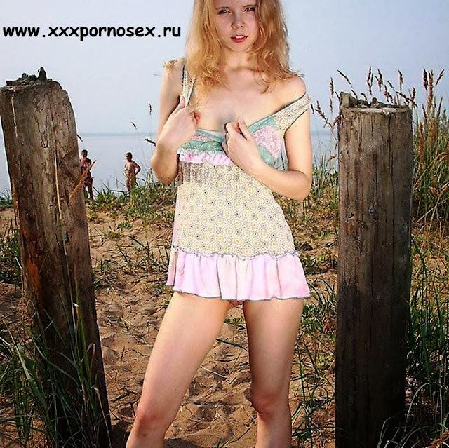 На нудистском пляже! Маленькая красивая девушка нудист xxx-фото