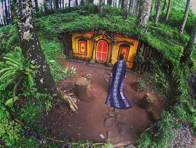 rumah hobbit kampung kurcaci