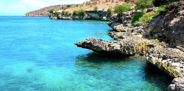 Pantai Merah, salah satu spot wisata Pulau Komodo yang populer