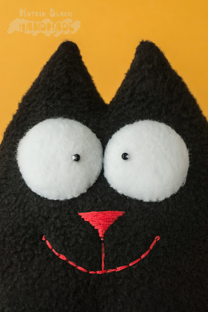 Кот Саймон чёрный на присосках.