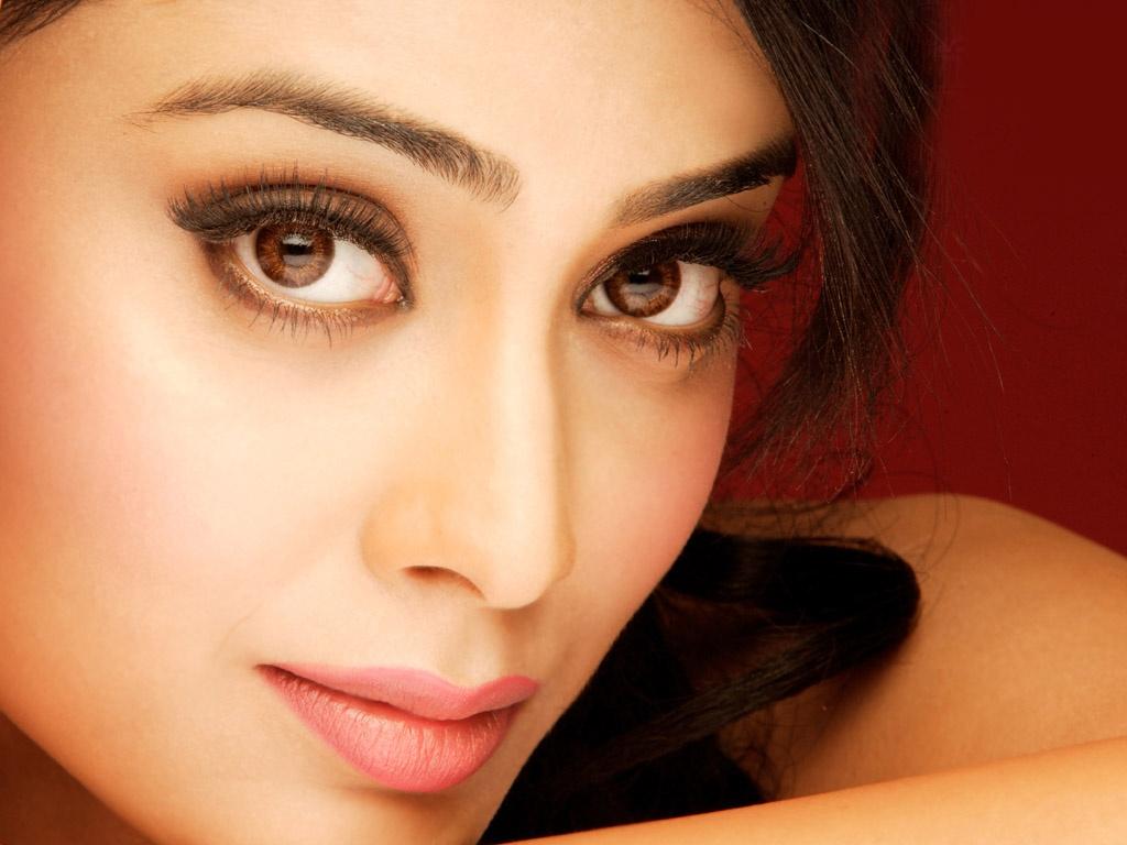 Shraya Sarans Sisey Hd Face Images: HD WALLPAPERS FOR DESKTOP: Shriya FACE CLOSE UP Beautiful