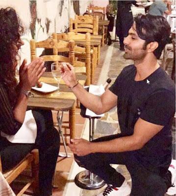 Ashmit-patel-propose-in-restaurant