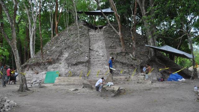 Descubren una tumba maya en Belice con una momia y jeroglíficos reveladores