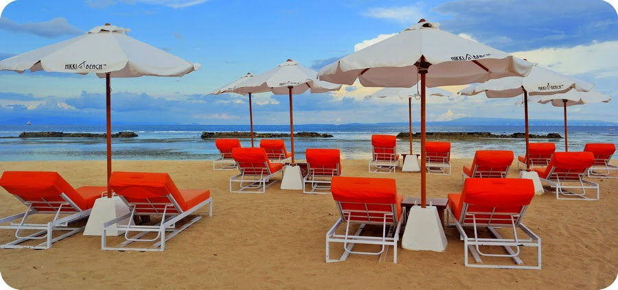 Nuansa Orange & Putih Di Nikki Beach