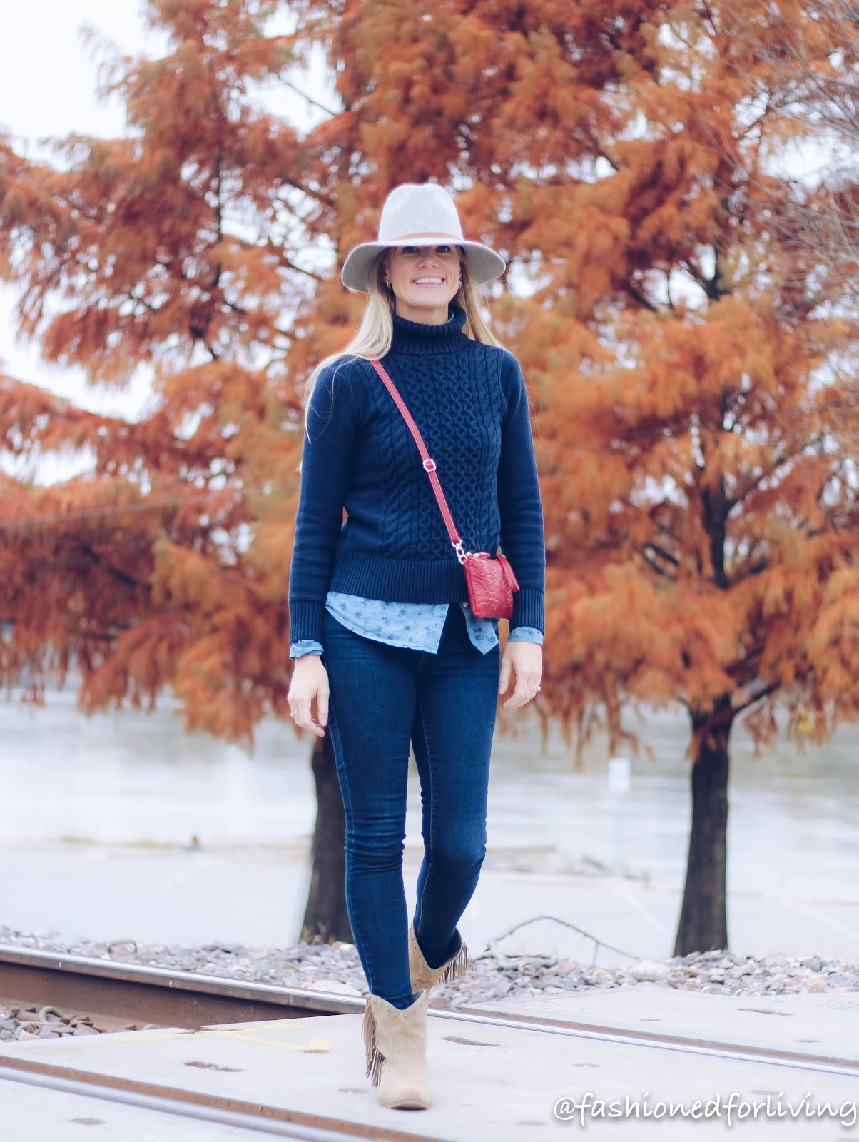 fall winery outfit with fringe cowgirl boots and jeans