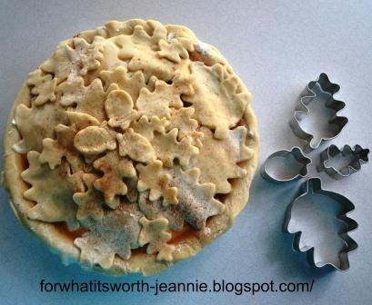 How to use cookie cutters to make a fancy pie crust
