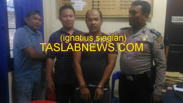 Tersangka pengedar narkoba golingan I jenis shabu, Sapto Hadi alias Boyot (51) saat diamankan petugas Polsek Datuk Bandar Resor Tanjungbalai, Selasa (28/8).