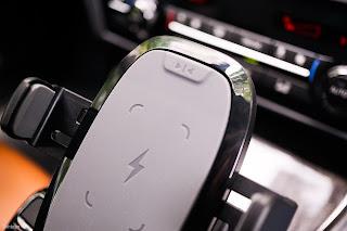 Giá đỡ điện thoại trên ô tô tự động kèm sạc không dây RAVPower SH014