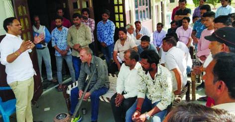 भाजपा नेता सोहनपाल छौंकर ने 'फिर एक बार मोदी सरकार' को लेकर किया युवाओं से संवाद bjp leader prithla sohan pal chhokar