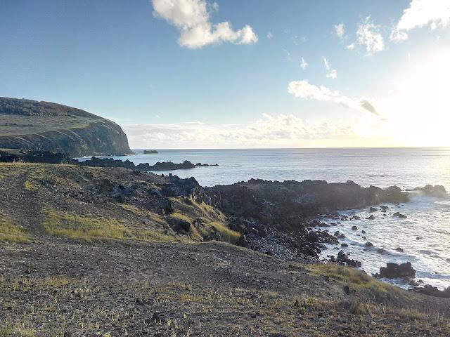 Costa próxima a Ana Kai tangata, Isla de Pascua