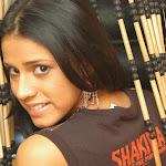Andrea Rincon, Selena Spice Galeria 36 : Shakiras, Camiseta Negra Con Amarillo y Rojo, Tanga Amarilla y Naranja Foto 28