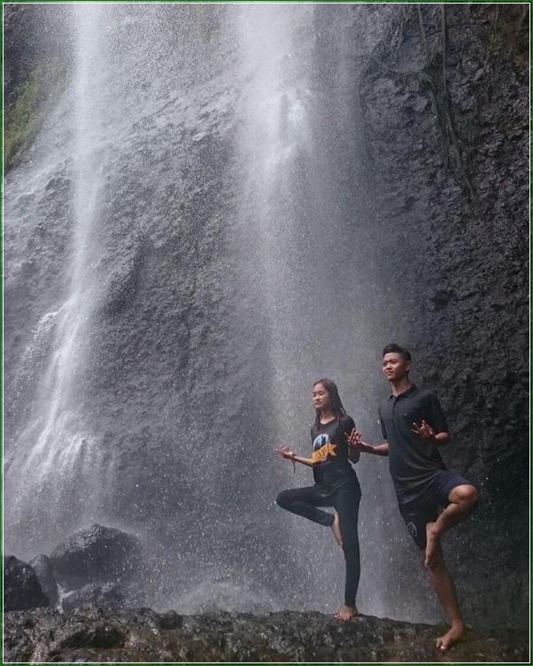 Olahraga Yoga Di Curug Sikebut Karanggayam - Air Terjun Alami Penuh Keindahan Di Kebumen