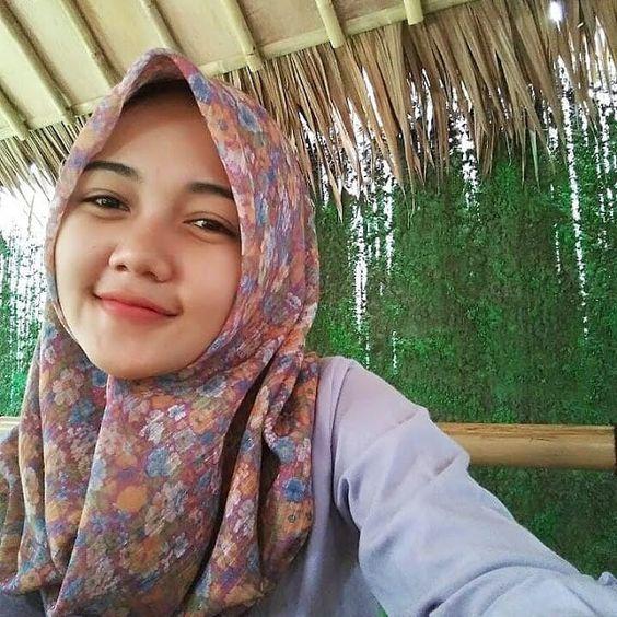 Gadis Berhijab Cantik Jadi Model Hijab