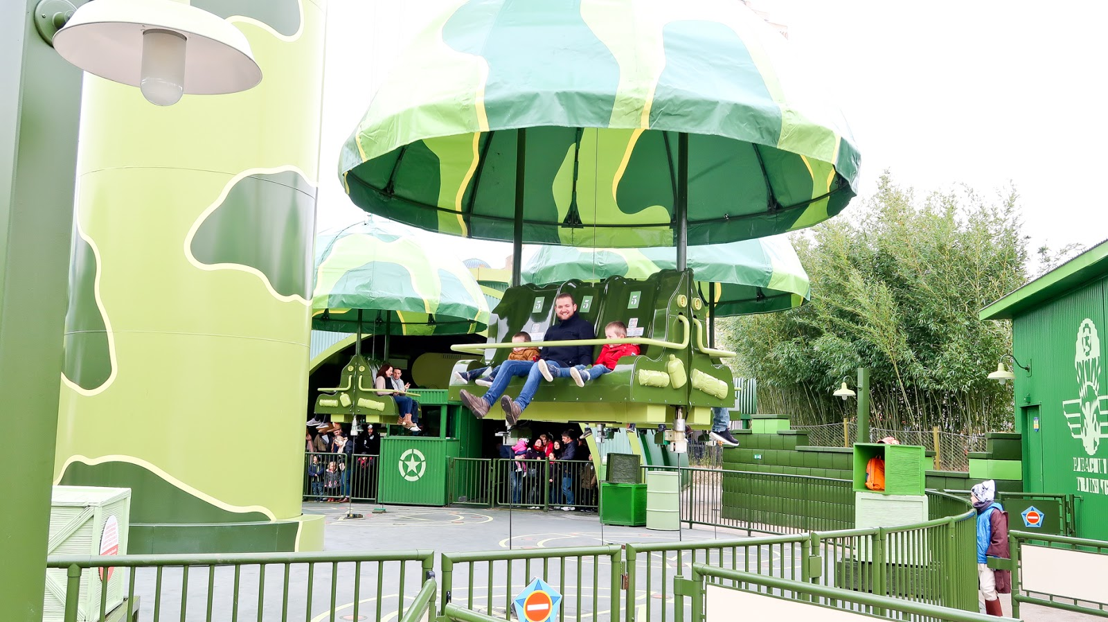 parachute drop disney, first time at disneyland paris, disneyland paris travel blog, disneyland, disneyland paris highlights, disneyland paris must do, vegetarians at disneyland paris,