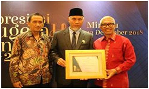 Menko PMK, Nila Moeloek, berikan Penghargaan Akhir Tahun pada  Kota Padang