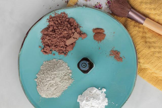 DIY: Học cách làm phấn phủ trang điểm có thể ăn được