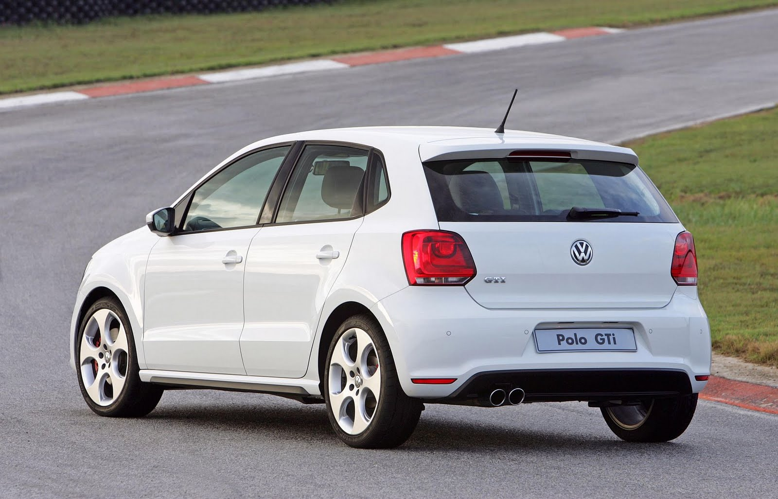 in4ride new volkswagen polo gti to rock segment. Black Bedroom Furniture Sets. Home Design Ideas