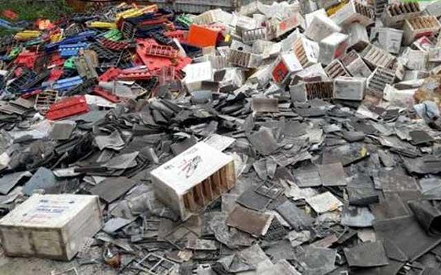 মির্জাপুরে সিসা তৈরির কারখানায় হুমকিতে জনস্বাস্থ্য