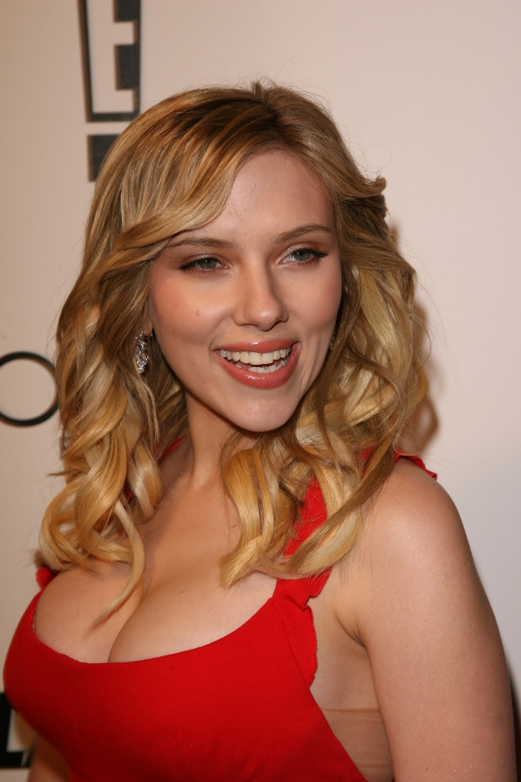 Are definitely scarlett johansson cleavage red dress shall agree