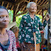 Keceriaan Mbah Suminem Saat Rumahnya Direhap Tim Satgas TMMD 102 Kodim 0821