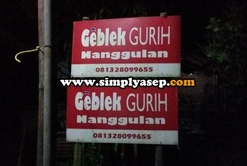 PLANG NAMA  : Papan namanya jelas terlihat.  Silahkan para wisatawan untuk memesan sendiri dengan datang langsung ke rumahnya. Foto Asep Haryono