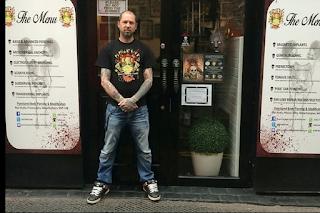 Βρετανός τατουατζής: Αφαίρεσα αυτί – Έκοψα στα δύο τη γλώσσα πελάτη – Φωτογραφιεσ ΣΟΚ