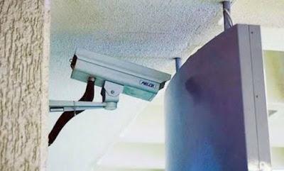 Une caméra de surveillance habilement dissimulée, totalement invisible
