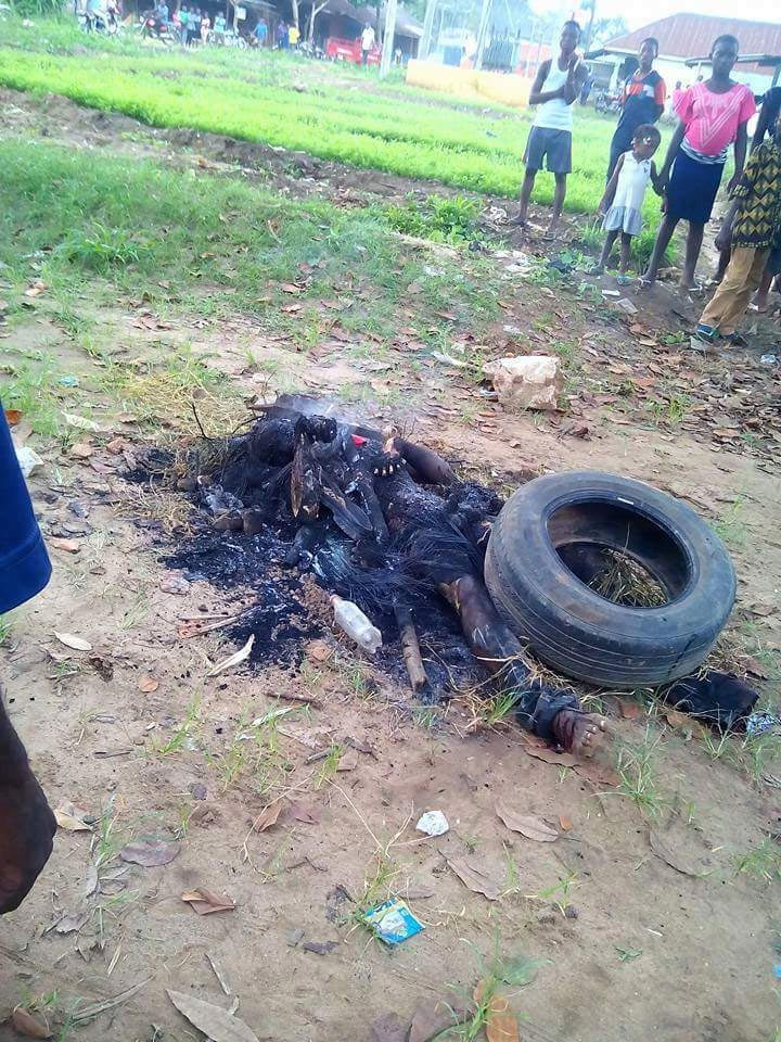 Graphic: Man burnt to death over stealing of motorcycle in Akwa Ibom
