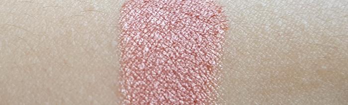 Swatch: Beni Dürrer Puder Lidschatten Pigment Tausendschön - 13.50 Euro