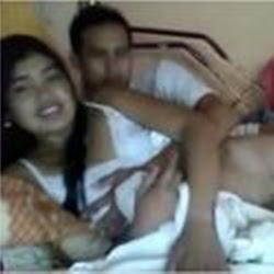 Vídeo amador da indiana ninfetinha deliciosa levando piroca na bucetinha apertada