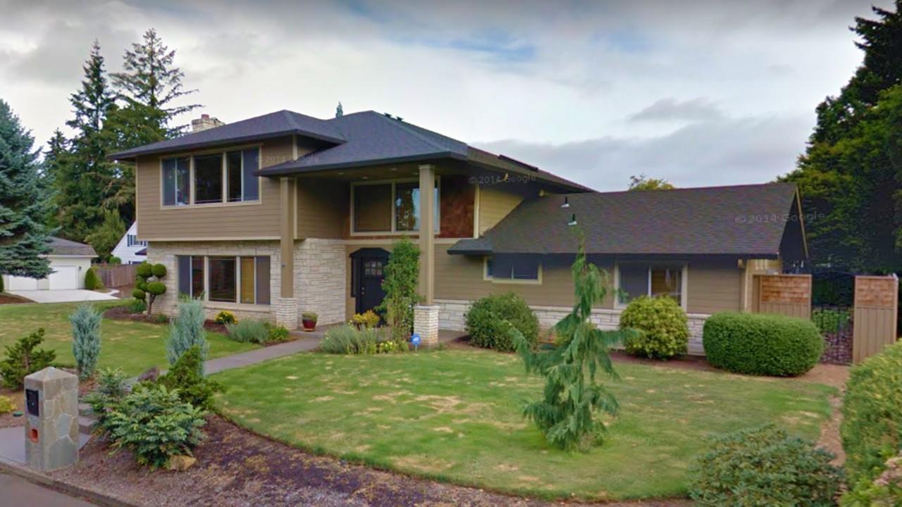Casas bonitas americanas casa americana 2 plantas beige con techo gris oscuro - Casas americanas con porche ...