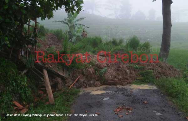 jalan desa payung majalengka tertutup longsor