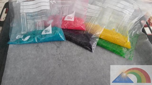 Bolsas con el colorante ya agitadas y listas para poner a secar