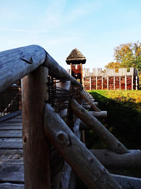 Most do wejścia na główną część grodu Słowian