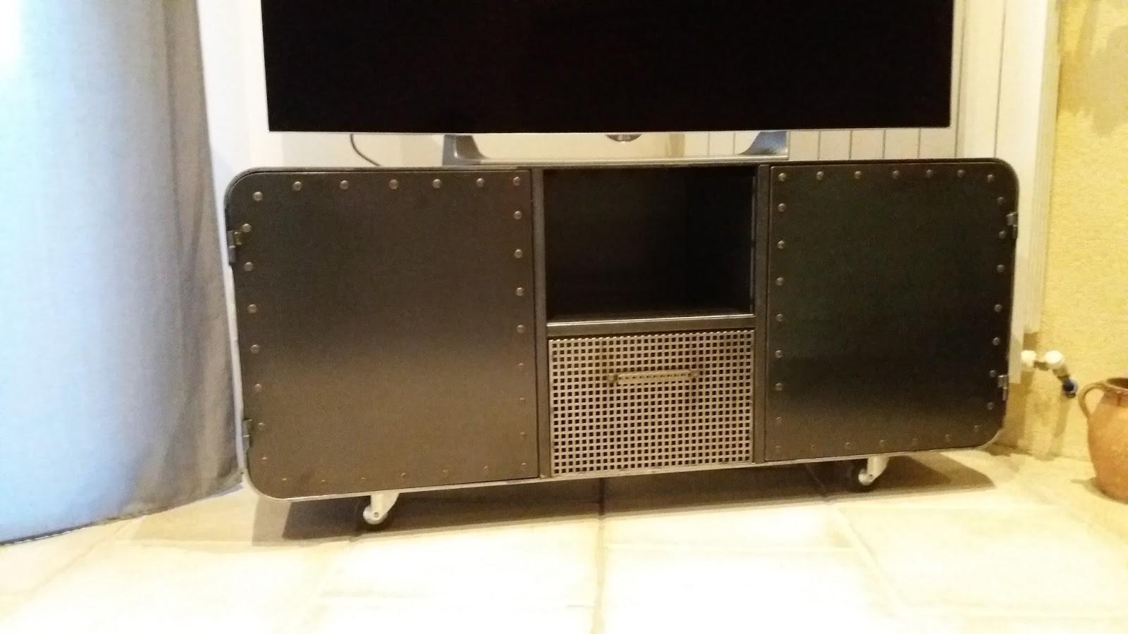 Meuble Tv Avec Roulettes Conceptions De Maison Blanzza Com # Meuble Tv Sur Roulette