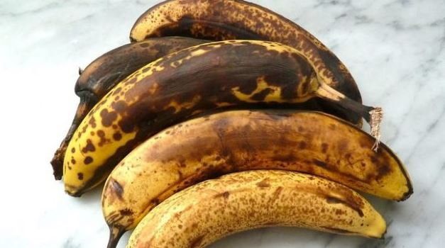 5 Solid Reasons you shouldn't throw away that  overripe banana