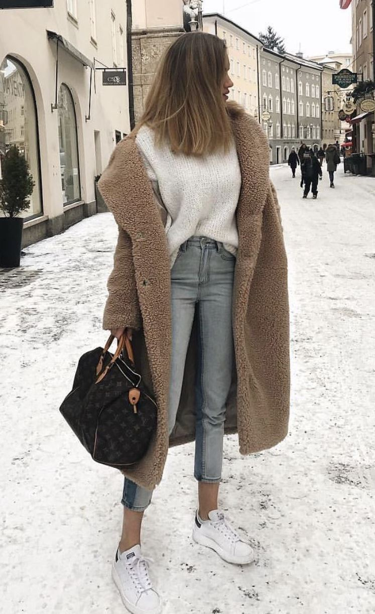 cozy outfit for this winter : fur coat + white sweater + bag + jeans + sneakers