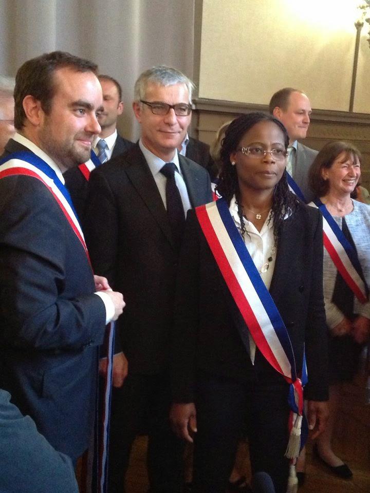 6e3c98b066e4 Monsieur le Maire de Vernon (Sébastien Lecornu) remettant son écharpe à  l une de ses adjointes (Madame Léocadie Zinsou )