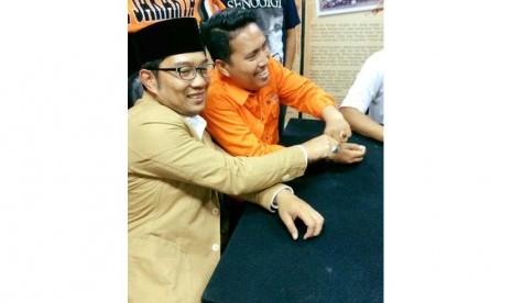 Ridwan Kamil bersama Ketum Jakmania Richad Ahmad