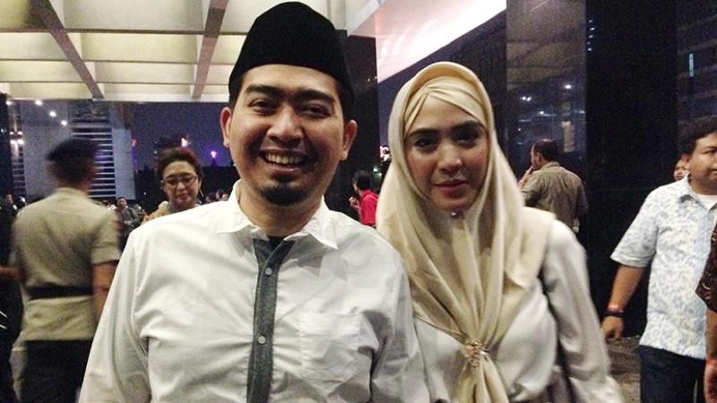 Ustad Solmed dan istri, April Jasmine