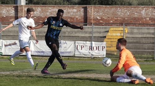 Positivo per il momento il bilancio dell Inter al Torneo di Viareggio. La  squadra allenata da Mister Vecchi ha finora battuto i greci del PAS  Giannina e il ... 31f451b66ade